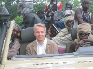 Darfurin-sissien-kanssa-2006-pekka-haavisto-607