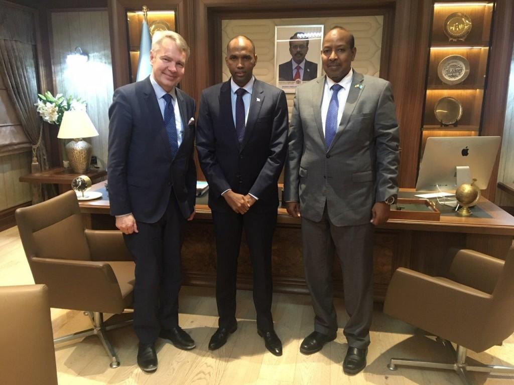 Somalian pääministeri Hassan Ali Khaire ja valtiosihteeri Abdulkadir Ahmedkheyr Abdi toivoivat, että suomalaista yritystoimintaa nähtäisiin lähivuosina Somaliassa.